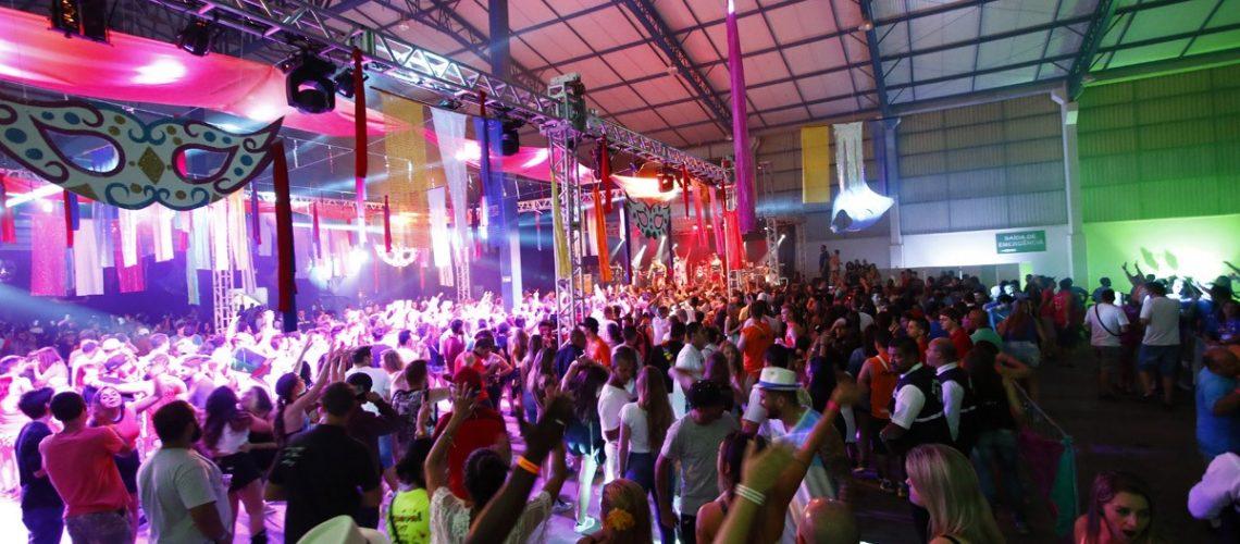 carnaval-gramado-hostel-2020